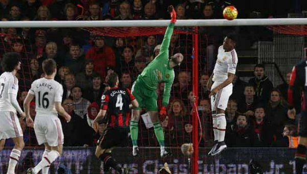 Bournemouth le ganó al United con gol olímpico incluido