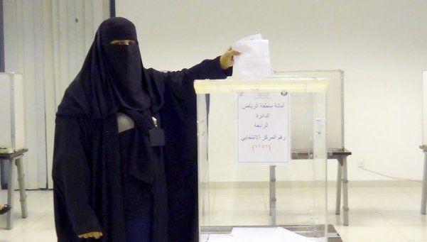 Histórico primer voto femenino en Arabia Saudita