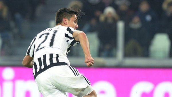 Un gol de Dybala metió en la lucha por el título a Juventus
