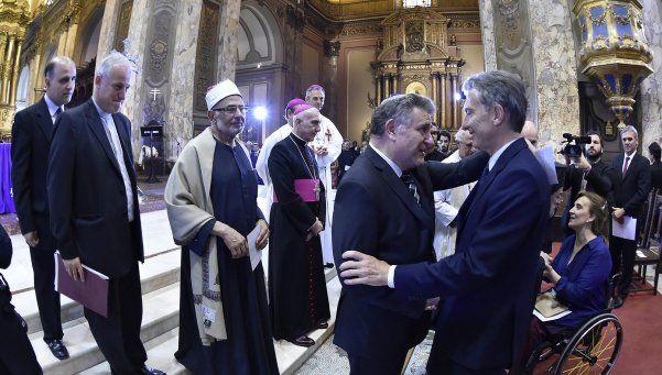 Macri llamó al Papa y recibió a obispos en la Casa Rosada