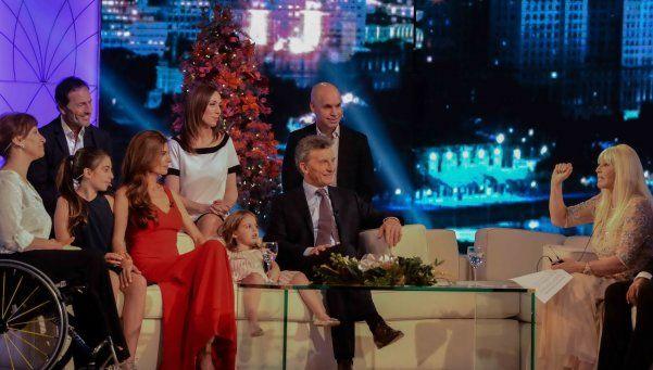 Susana, con Macri y Cacho Castaña de invitados