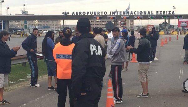 Aeropuerto Ezeiza: tercer día de corte de Cresta Roja