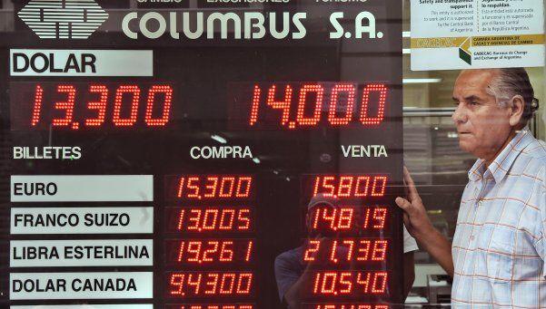 El dólar bajó a $13,70 en el segundo día sin el cepo
