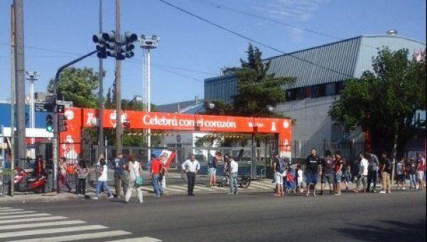 Hinchas de San Lorenzo llaman a bloquear todos los Carrefour del pais