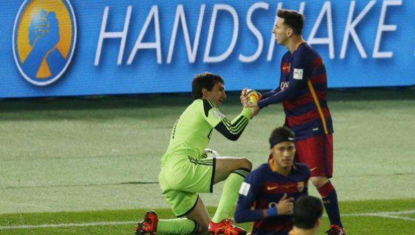 La gran atajada de Barovero a Messi en el inicio