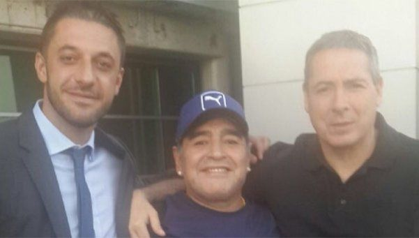 Maradona llegó a Buenos Aires y se mostró feliz