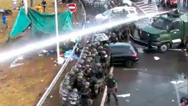 Cresta Roja: Gendarmería desalojó a trabajadores y hubo incidentes