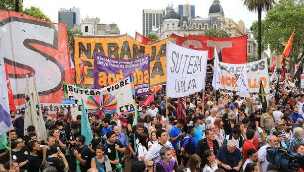 La Izquierda marchó a Plaza de Mayo por bono de fin de año