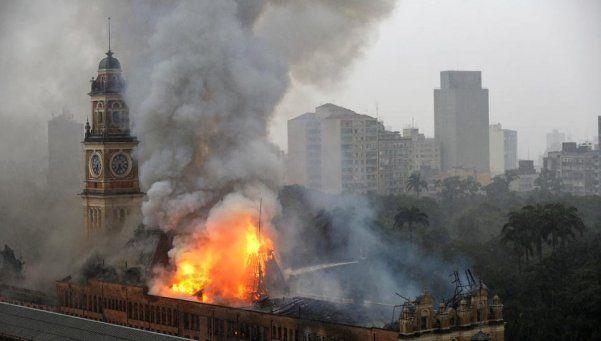 San Pablo: voraz incendio destruyó el Museo de la Lengua Portuguesa