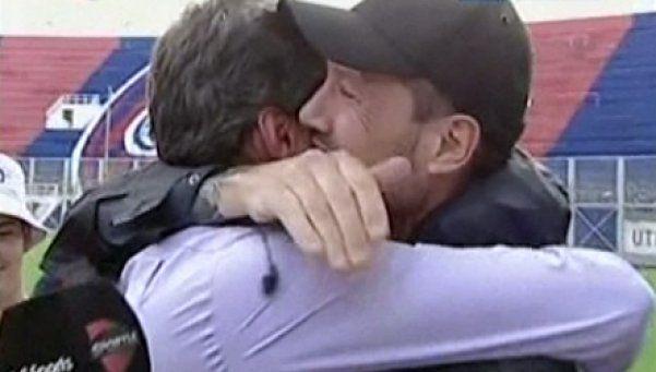 El abrazo de Tinelli y Lammens, la postal de la vuelta a Boedo