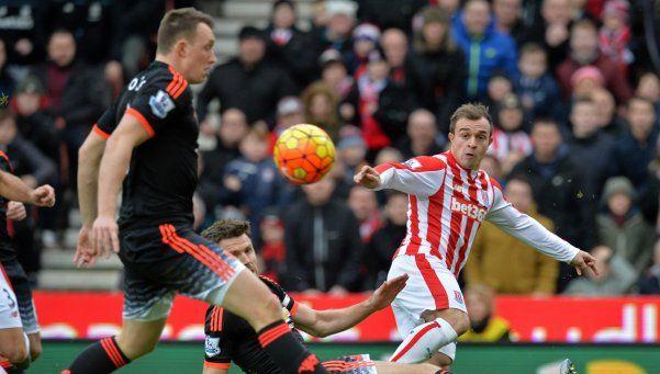 El United cayó ante Stoke City y peligra la continuidad de Van Gaal