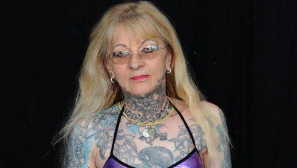 Murió la mujer más tatuada de Francia