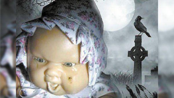 Muñeco llora en la tumba de un bebé en un pueblo riojano