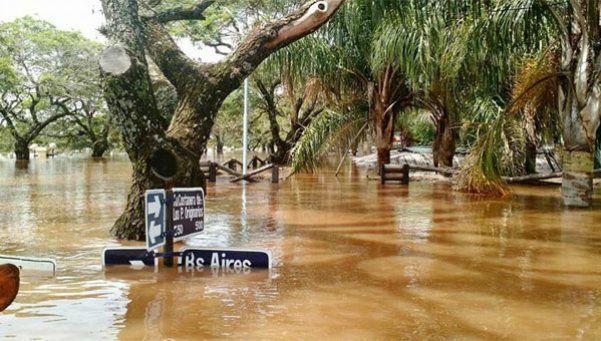 Más de 25 mil evacuados por las inundaciones en el Litoral