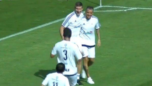 Palermo metió dos goles en un partido a beneficio
