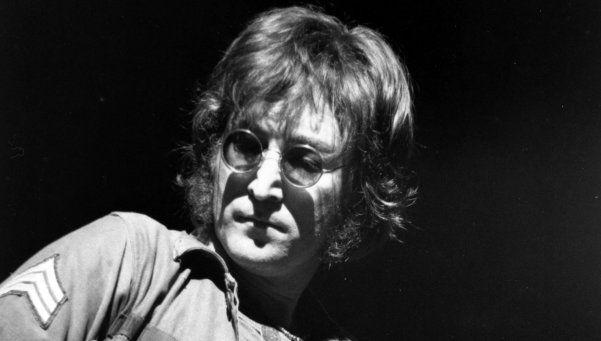 Subastarán un mechón de pelo de John Lennon