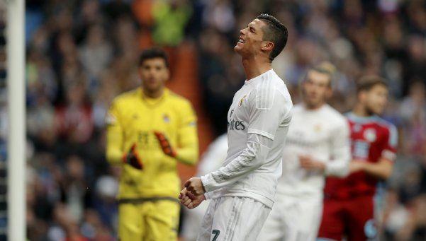 Real Madrid aprovechó los errores arbitrales y cerró el año con un triunfo