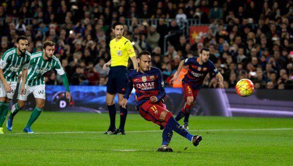 Video | Neymar homenajeó a Palermo al patear un penal