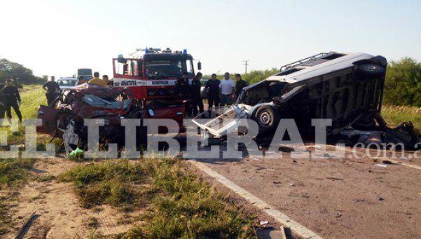 Tragedia en Santiago del Estero: 5 muertos al chocar un auto y una combi