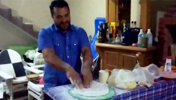 El Faraón tiene un video en el que enseña a hacer pizza