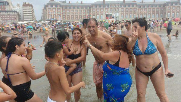 Scioli empezó el año en Mar del Plata junto a vecinos
