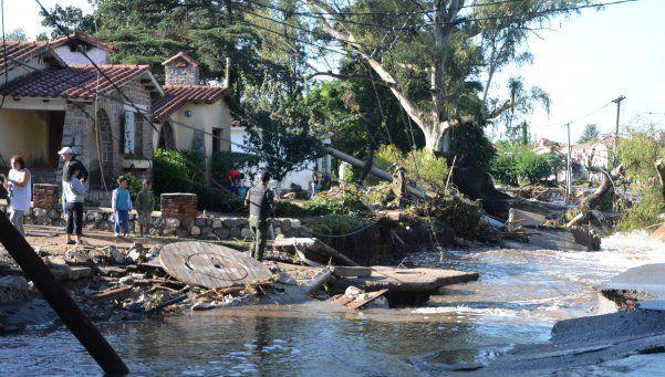 Intenso temporal en Córdoba: evacuados y un acueducto destrozado