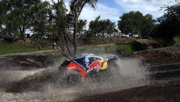 Dakar: Loeb se quedó con una etapa complicada por el clima