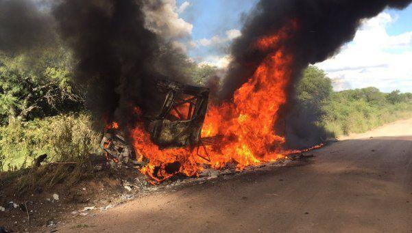 Impresionante incendio de un camión en el Dakar