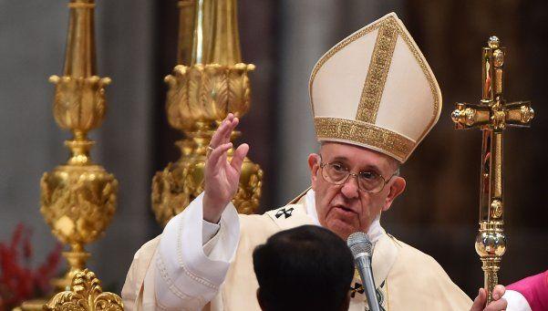 El Papa rifa regalos para los refugiados y los sintecho