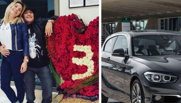 Diego le regaló un BMW negro a Rocío
