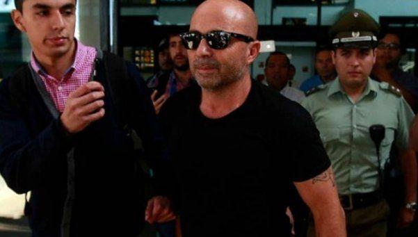 Insólito: Sampaoli llega a Chile y lo insultan en el aeropuerto