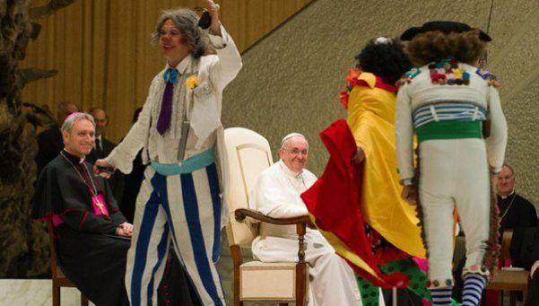 El Papa invitó al circo a 2.000 indigentes, refugiados y gitanos