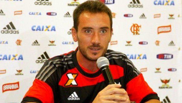 En su presentación en Flamengo, Mancuello atendió a Racing