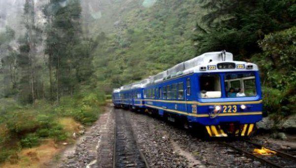 Se quiso sacar una selfie y casi muere atropellado por un tren