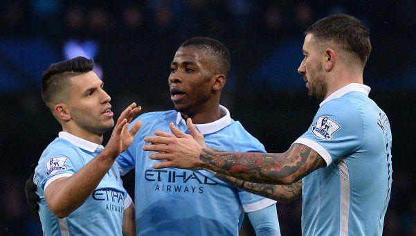 Con un doblete del Kun, el City goleó al Crystal Palace y mete presión