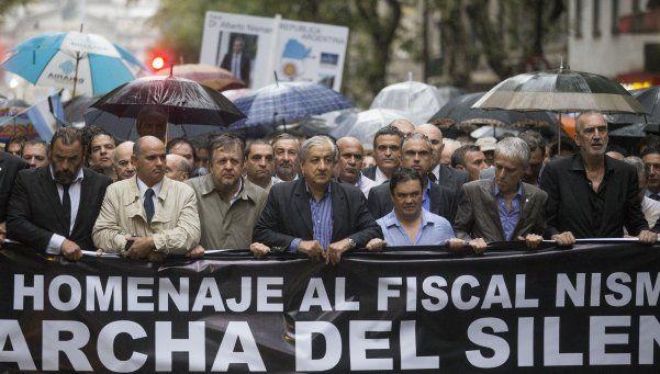 Nisman, un cimbronazo político que abrió una interna de espías