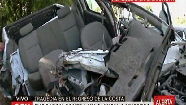 Volvían de las vacaciones y chocaron contra un camión: 3 muertos