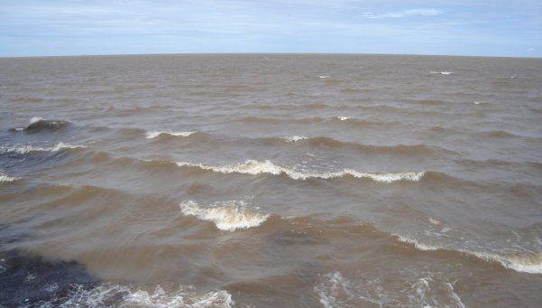 Se ahogó un chico de 13 años en el Río de la Plata y buscan a una niña de 15