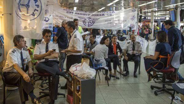 Acuerdo para reincorporar a los 300 despedidos de la aerolínea Sol