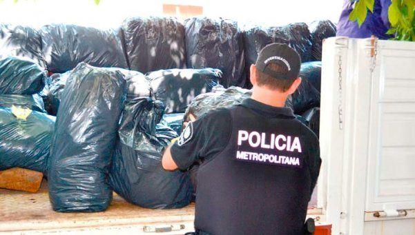 """Flores: hubo tensión en desalojo de """"manteros"""" en avenida Avellaneda"""