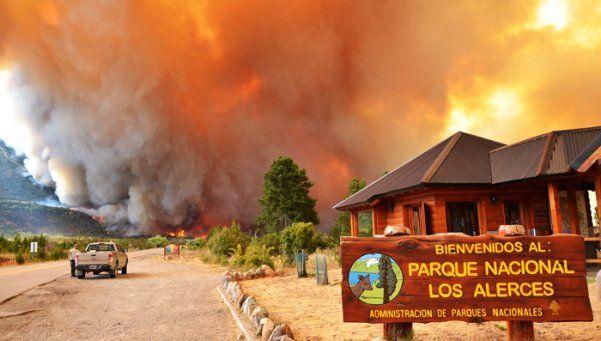 El fuego ya consumió más de 1.100 hectáreas en los Alerces