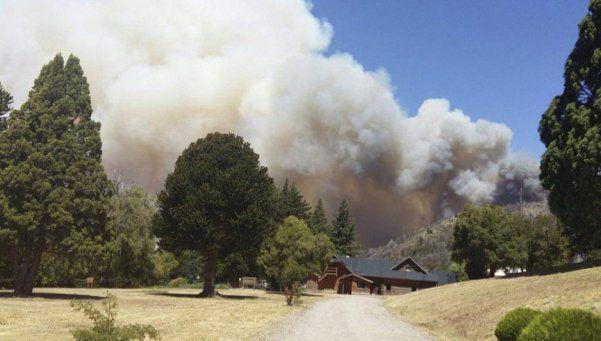 El fuego en Los Alerces ya afectó 1350 hectáreas
