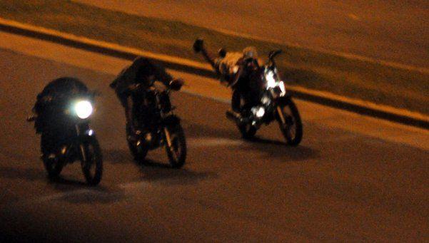 Denuncian que menores corren picadas en moto