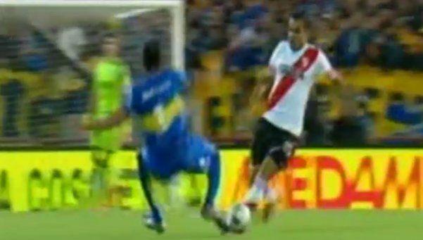 La dura falta de Silva que dejó a Boca con uno menos en el inicio