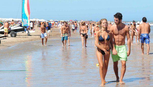 Casi la mitad de los argentinos tuvo un romance de verano