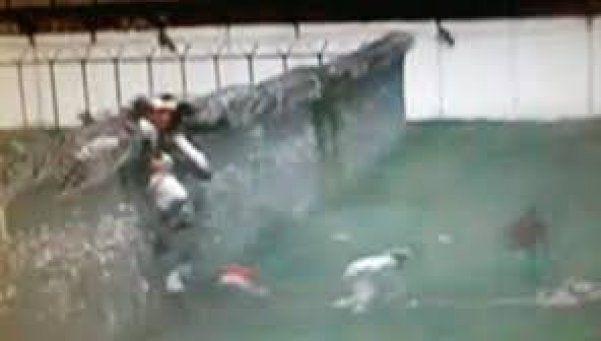 Video | Presos escapan tras hacer explotar muro de cárcel
