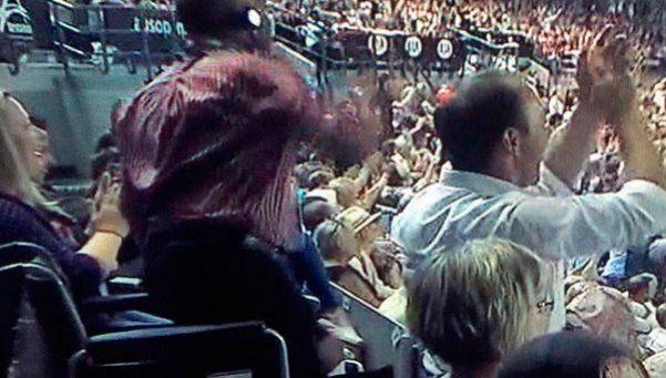 No lo hizo Dios, pero sí Federer: levantó a un discapacitado