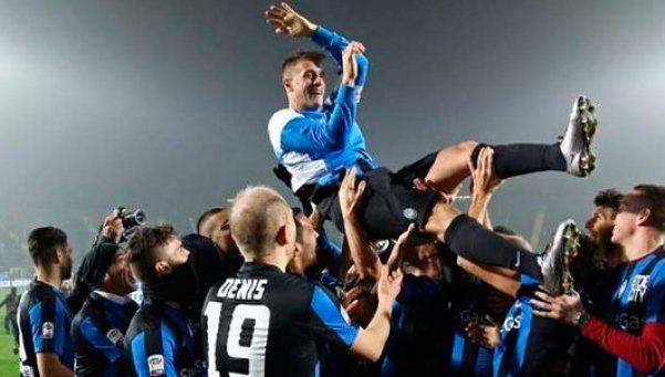 Denis, gol y homenaje en su adiós: Vuelvo a un club que me dio mucho
