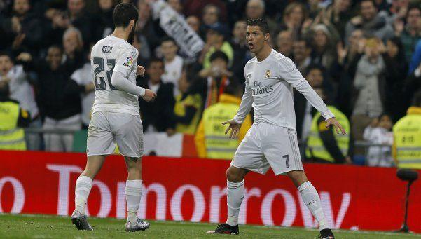 Real Madrid aplastó al Espanyol y sigue prendido