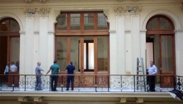 Descolgaron los cuadros de Kirchner y Chávez en Casa Rosada